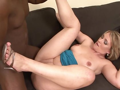 Big ass mature roughly fucked by a black dude and jizzed