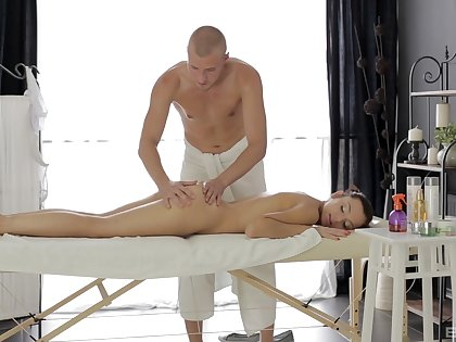 Erotic rub down makes the young babe to crave for Hawkshaw