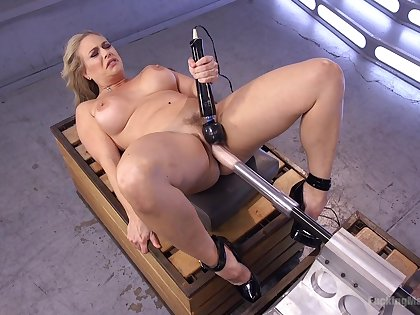 Licentious woman tries her first fucking machine cam session
