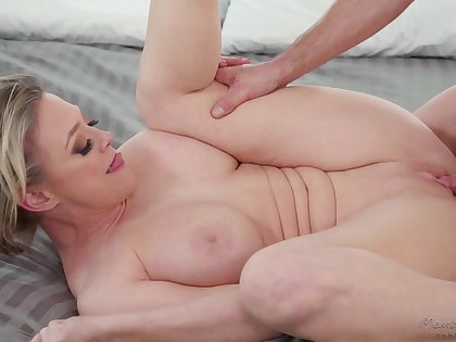 Leader mature blonde Dee Williams loves having sex with a younger panhandler