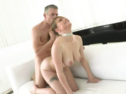 Pornstar wife Giselle Palmer fucked from subvene away from her husband