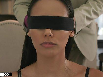 Blind folded wife spreads legs for the tastiest dick