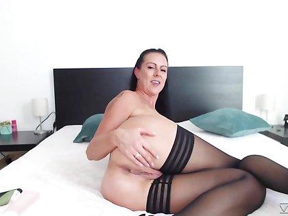 Busty webcam milf Texas Patti is dildo fucking wet cunt