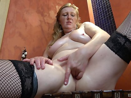 Full-grown toys pussy and rubs tits in crazy home amateur video