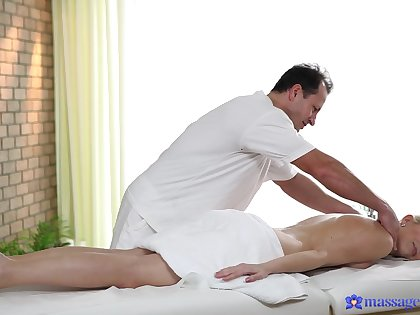 Classy fair-haired looker Karol Lilien makes have a crush on to her masseur