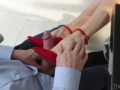 Nasty pinchbeck fetish porn beside the elegant secretary