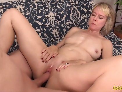 Golden Floozy - Missionary Fucking With an Experienced Woman Compilation