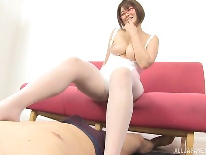 Amateur Asian chick Oshikawa Yuri pleasures a guy with a titjob